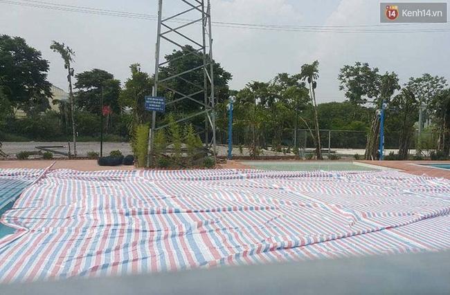 Bể bơi ngay dưới chân cột điện cao thế ở Hà Nội: Đùa với tử thần! - Ảnh 4.