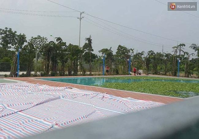 Bể bơi ngay dưới chân cột điện cao thế ở Hà Nội: Đùa với tử thần! - Ảnh 5.