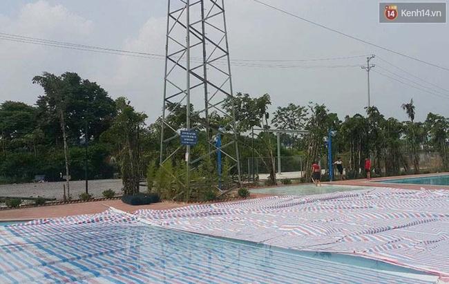 Bể bơi ngay dưới chân cột điện cao thế ở Hà Nội: Đùa với tử thần! - Ảnh 6.