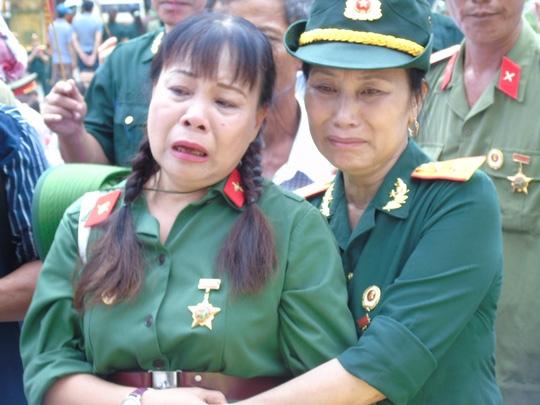 Những giọt nước mắt của những nữ cựu binh đã tràn bên khoé mắt
