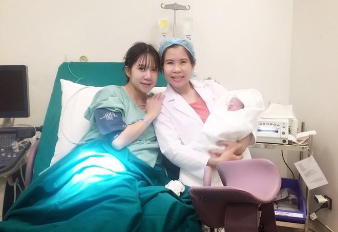 Ly Hai - Minh Ha hanh phuc ben con trai thu 4 vua chao doi hinh anh 4