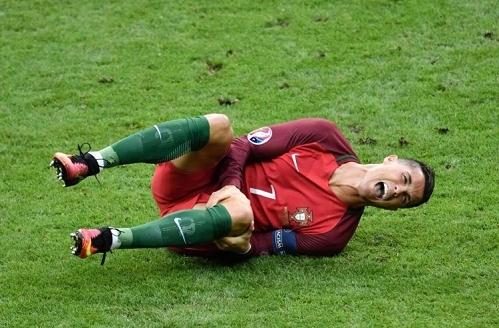 Cristiano-Ronaldo-injury-vs-France-Euro-2016-final-July-2016