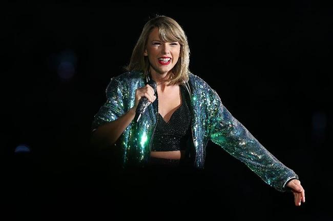 Thu nhập Ronaldo và Messi cộng lại mới bằng Taylor Swift trong năm 2016! - Ảnh 1.