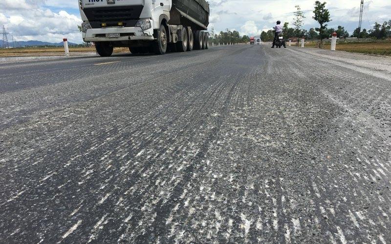 đường nhựa, thảm bê tông polyme, đường chảy nhựa, đường tránh vinh, tai nạn giao thông