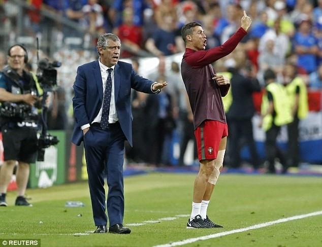 Tuong lai Ronaldo: Vi dai hon hay... dung lai? hinh anh 2
