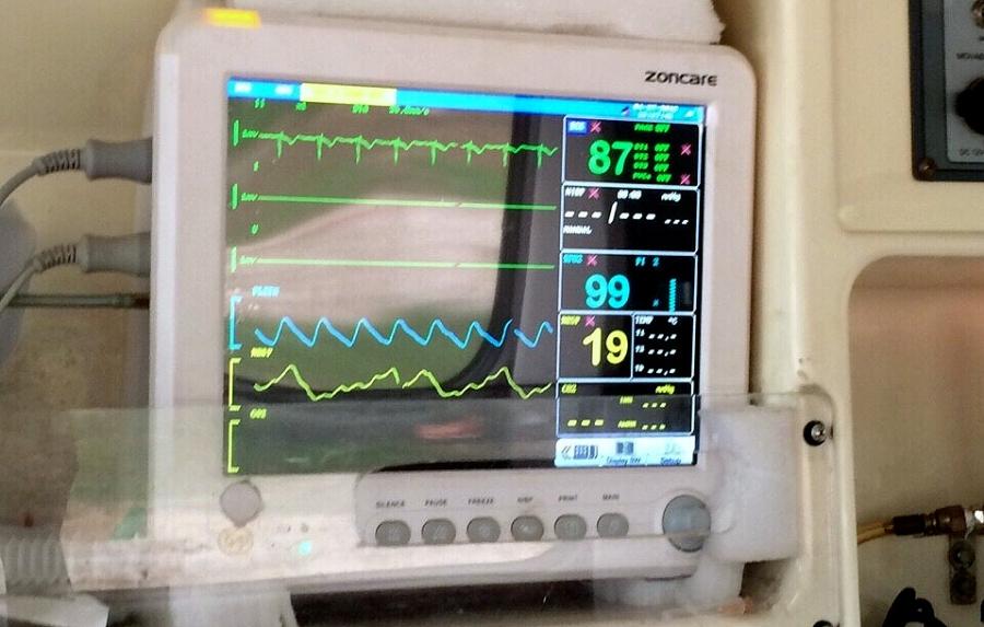 Anh C. khẳng định xe cứu thương của công ty anh được trang bị đầy đủ trang thiết bị y tế cần thiết, đảm bảo cho việc vận chuyển bệnh nhân.