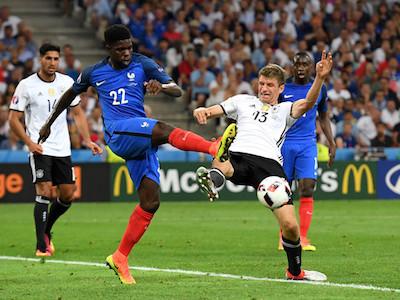Hậu vệ tuyển Pháp chính thức đầu quân cho Barcelona