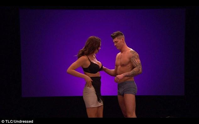 Choáng với dàn thí sinh sexy của show hẹn hò khỏa thân ở Anh - 2