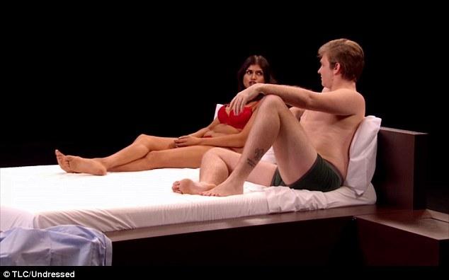 Choáng với dàn thí sinh sexy của show hẹn hò khỏa thân ở Anh - 5
