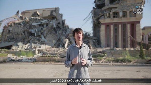 Nhà báo John Cantlie trong đoạn video tuyên truyền mới của IS. (Ảnh: SITE Intel Group)