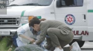 """""""Doctors"""": Kim Rae Won, Yoon Kyun Sang đua đòi thể hiện trước mặt Park Shin Hye - Ảnh 4."""