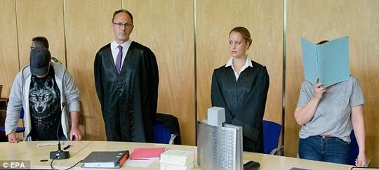 Bà Andrea G. che mặt khi xuất hiện trong phiên tòa ngày 12-7. Ảnh: EPA