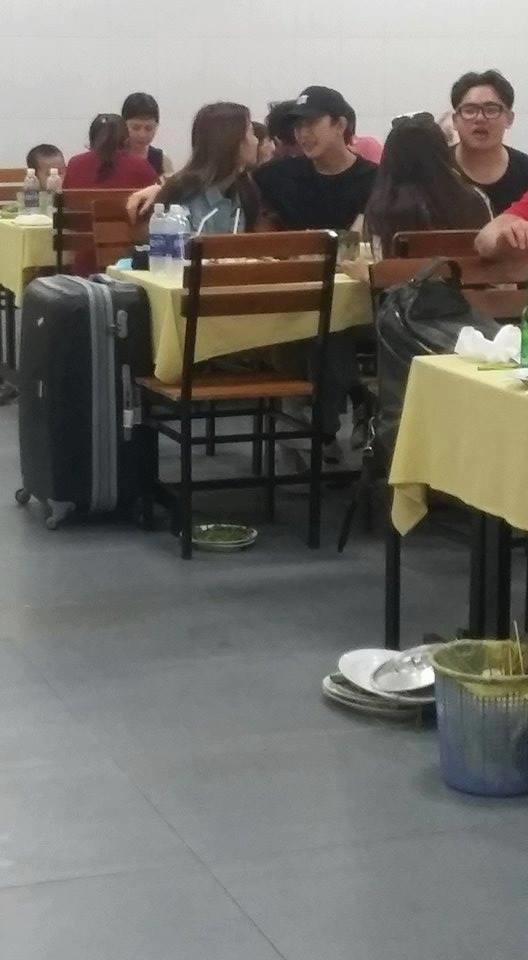 Lộ ảnh Quỳnh Anh Shyn thân mật với B Trần trong quán ăn - Ảnh 1.