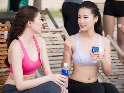 Thí sinh Hoa hậu VN khoe eo thon bên biển Hạ Long