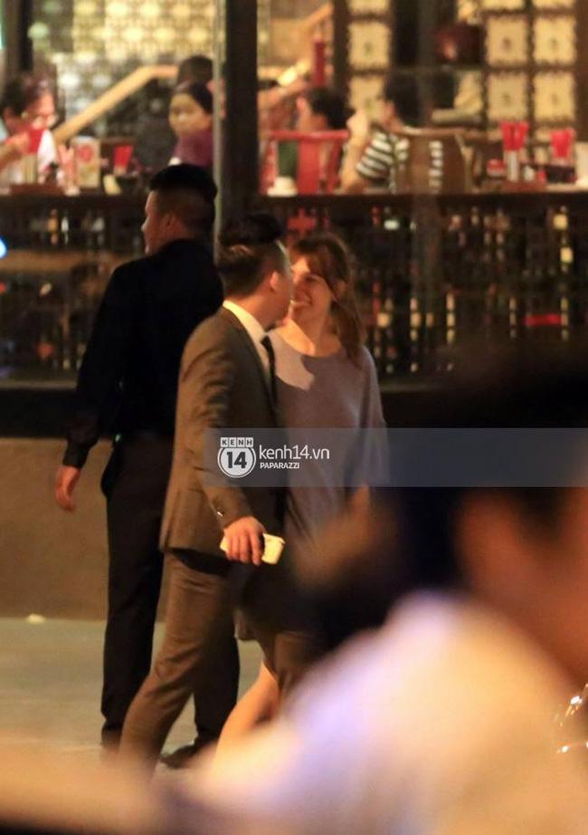 1 năm trước, Tiến Đạt cầu hôn Hari Won khác hẳn Trấn Thành - Ảnh 4.