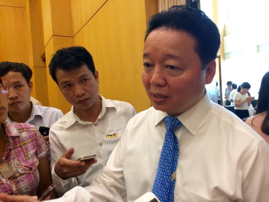 Bộ trưởng Trần Hồng Hà trao đổi với báo chí sáng 14/7 (Ảnh: Thế Kha)