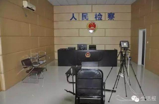 Cả gan diễn sâu ở sở cảnh sát, tên lưu manh tự chui đầu vào rọ - Ảnh 3.