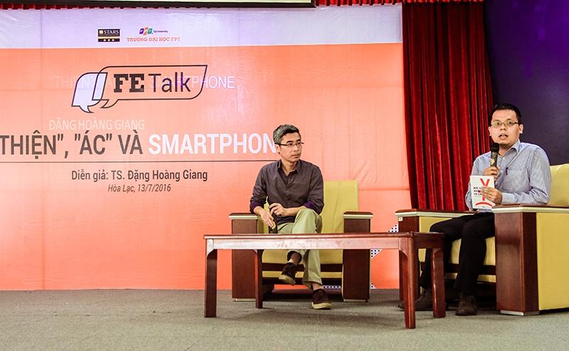 """Talkshow """"Thiện"""", """"Ác"""" và Smartphone giữa TS. Đặng Hoàng Giang và các bạn sinh viên Hà Nội"""