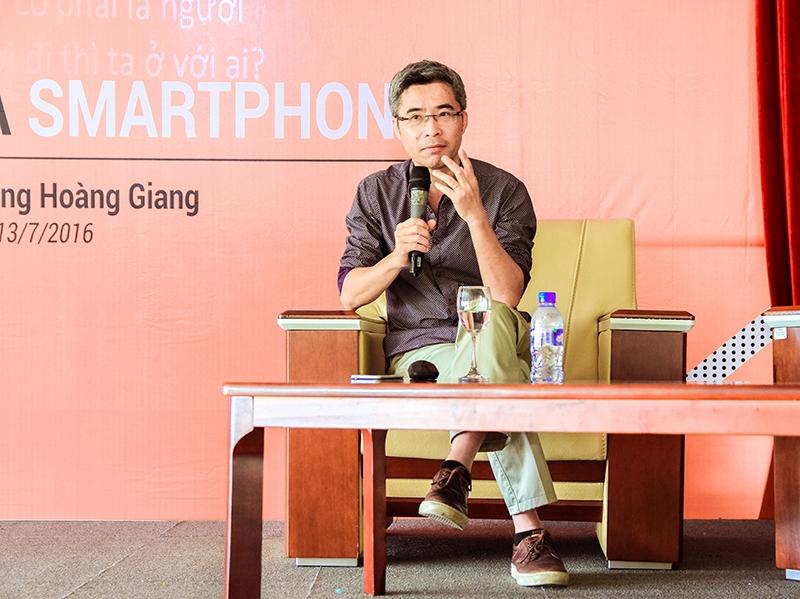 TS. Hoàng Giang thẳng thắn nêu quan điểm trước sinh viên