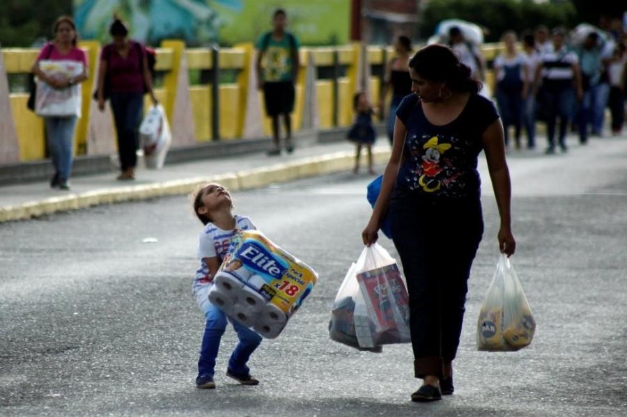 Dong nguoi Venezuela chen lan sang Colombia mua do hinh anh 3