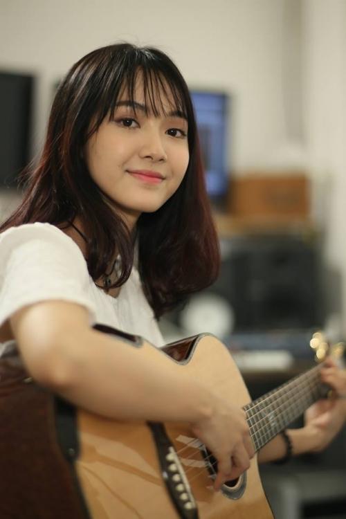 Dung nhan cô gái có giọng hát ngọt lịm được gọi 'thiên thần xe buýt' - Ảnh 2