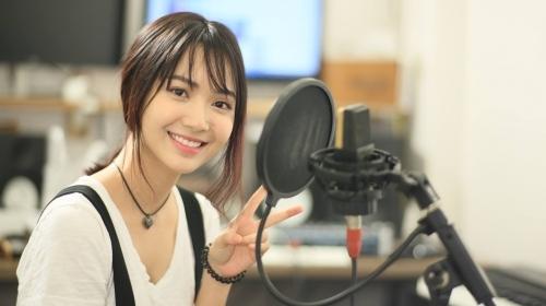 Dung nhan cô gái có giọng hát ngọt lịm được gọi 'thiên thần xe buýt' - Ảnh 4