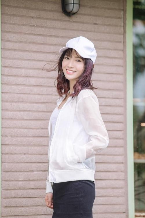 Dung nhan cô gái có giọng hát ngọt lịm được gọi 'thiên thần xe buýt' - Ảnh 8