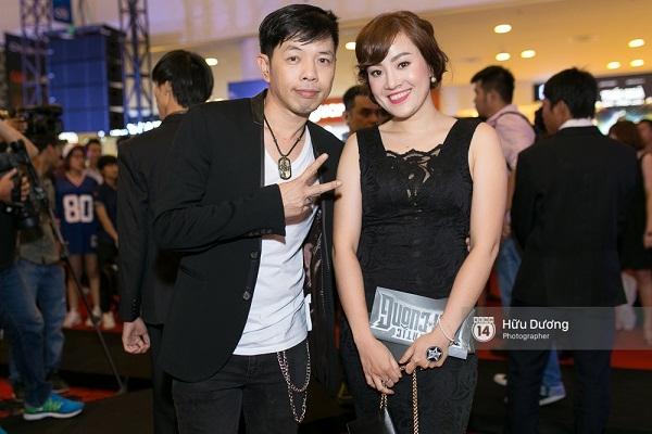 Fan Cuồng Thái Hòa 2 tay ôm 2 nàng Trinh xinh đẹp và bốc lửa - Ảnh 4.