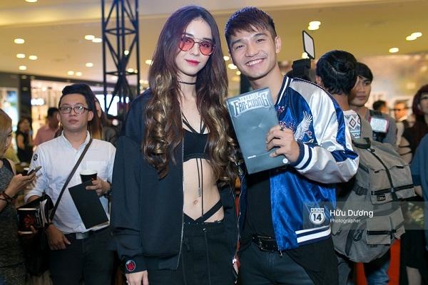 Fan Cuồng Thái Hòa 2 tay ôm 2 nàng Trinh xinh đẹp và bốc lửa - Ảnh 14.