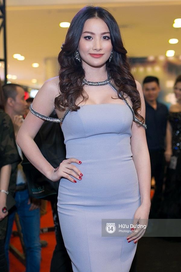 Fan Cuồng Thái Hòa 2 tay ôm 2 nàng Trinh xinh đẹp và bốc lửa - Ảnh 22.