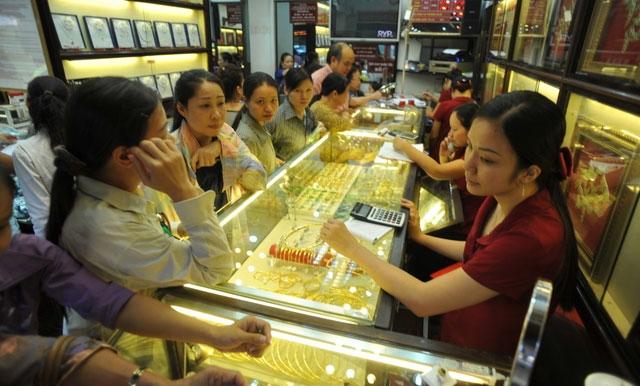 Thị trường vàng trong nước dường như chuyển động chậm chạp hơn và tập trung chủ yếu là các giao dịch nhỏ lẻ với nhu cầu bán vàng ra.