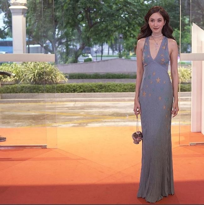 Hoa hậu chuyển giới Nong Poy lại gây ấn tượng với nhan sắc quá đỗi xinh đẹp - Ảnh 4.