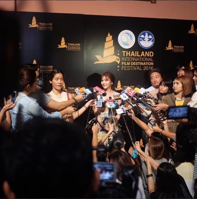 Hoa hậu chuyển giới Nong Poy lại gây ấn tượng với nhan sắc quá đỗi xinh đẹp - Ảnh 9.