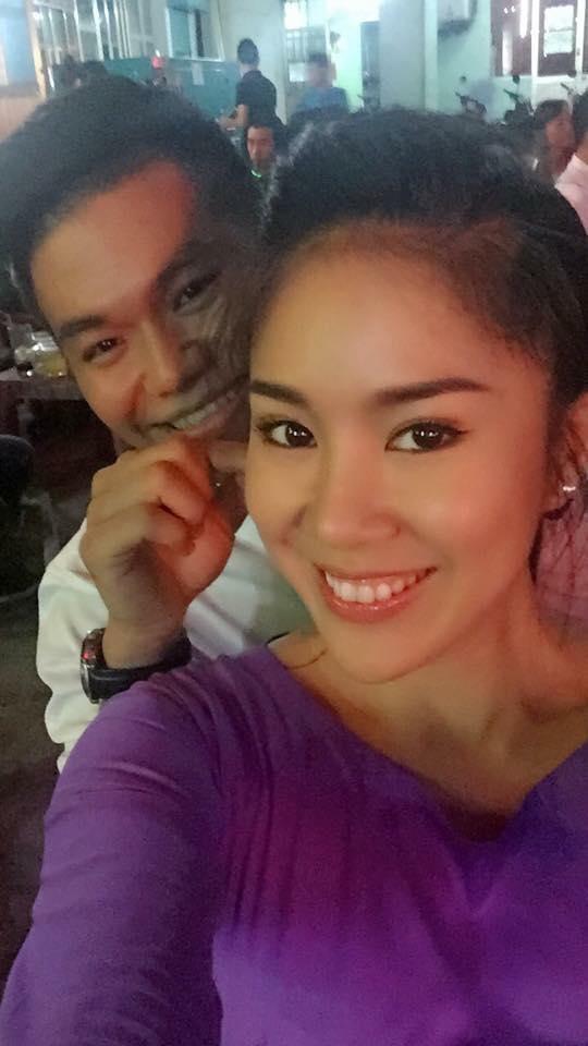 Các fan hâm mộ tiếp tục tung ảnh rõ mặt của cặp đôi trong nhiều hoạt động. Có thể thấy nữ diễn viên rất rạng rỡ trong các bức hình chụp cùng Phạm Trung Kiên.