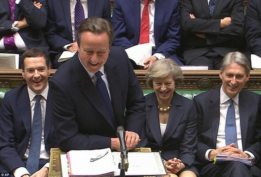 Thủ tướng David Cameron hôm qua 13/7 đã có buổi làm việc cuối cùng tại Quốc hội Anh trước khi chính thức chuyển giao quyền lực cho bà Theresa May (thứ hai từ phải sang) (Ảnh: PA)