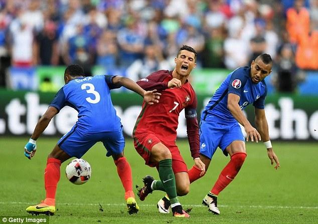 Ronaldo chữa chấn thương bằng... nhau thai bà đẻ - Ảnh 1.
