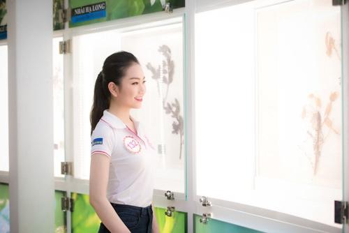 Thí sinh Hoa hậu VN khoe eo thon bên biển Hạ Long - 6