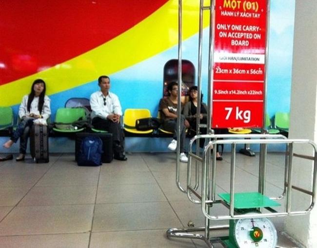 Tiếp viên hàng không kể tật xấu của hành khách đi giá rẻ - Ảnh 1.