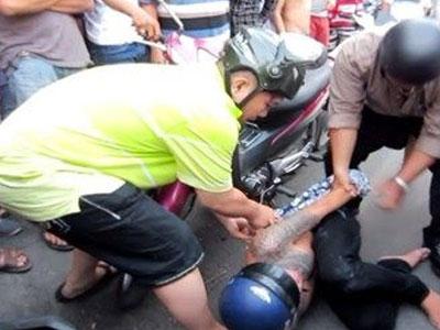 Thưởng 10 triệu cho người dân bắt cướp ở Sài Gòn