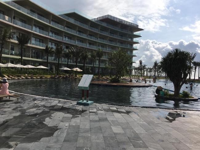 FLC Sầm Sơn xin lỗi, cam kết làm rõ trách nhiệm của nhân viên trong vụ khách bị gãy chân ở bể bơi - Ảnh 1.