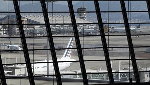 [ẢNH] Sân bay Nice náo loạn vì kiện hành lý đáng ngờ - ảnh 1