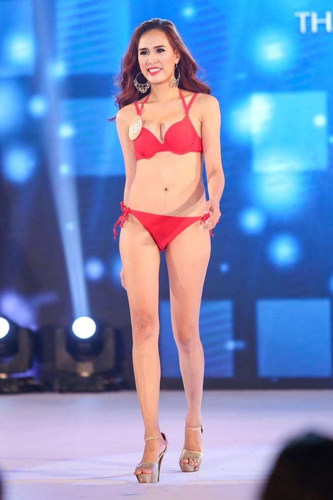 Thi sinh HH Ban sac Viet lo nhuoc diem hinh the vi bikini hinh anh 3