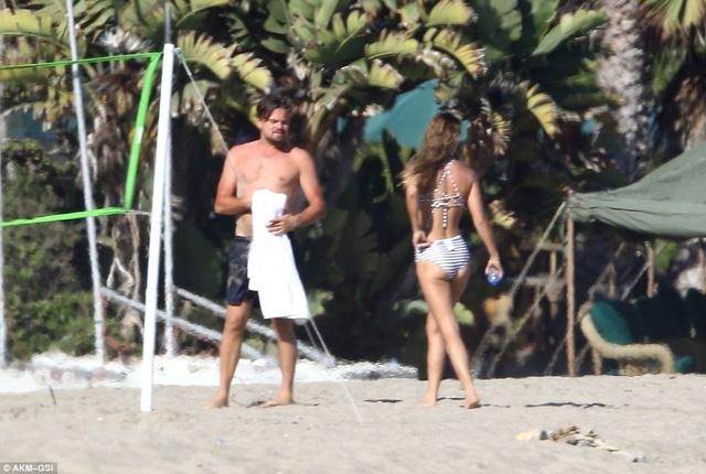 Siêu mẫu của tạp chí áo tắm danh tiếng Sports Illustrated đã chia tay bạn trai trước khi hẹn hò với Leo