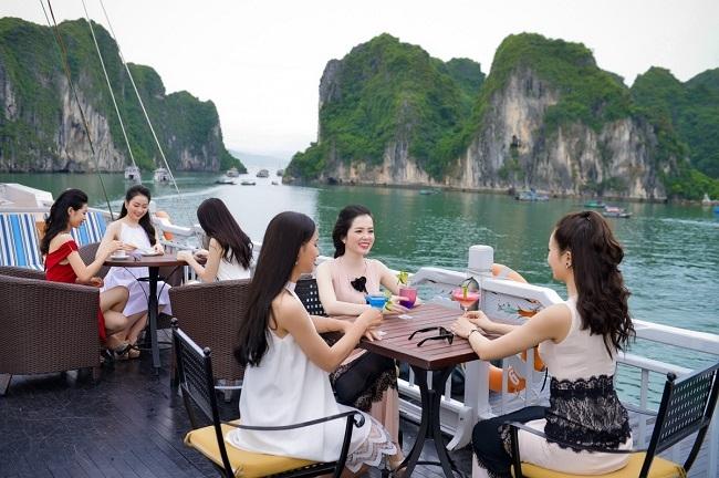 Thí sinh HHVN sang chảnh dạo chơi vịnh Hạ Long - 2