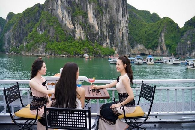 Thí sinh HHVN sang chảnh dạo chơi vịnh Hạ Long - 5