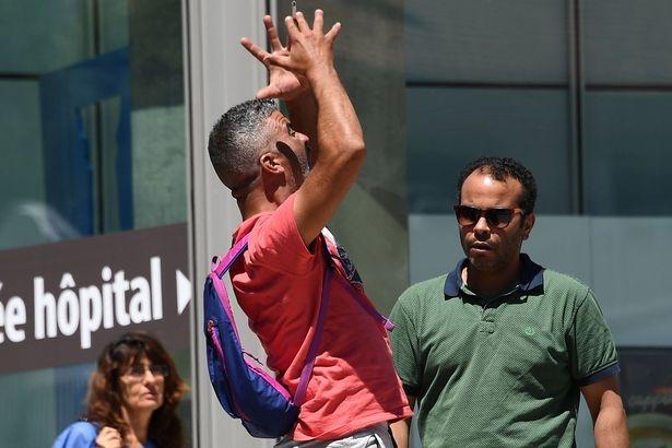 Anh Tahar Mejri hét lên trong đau đớn khi mất vợ và con trai nhỏ tuổi thiệt mạng trong vụ khủng bố. (Ảnh: Mirror)
