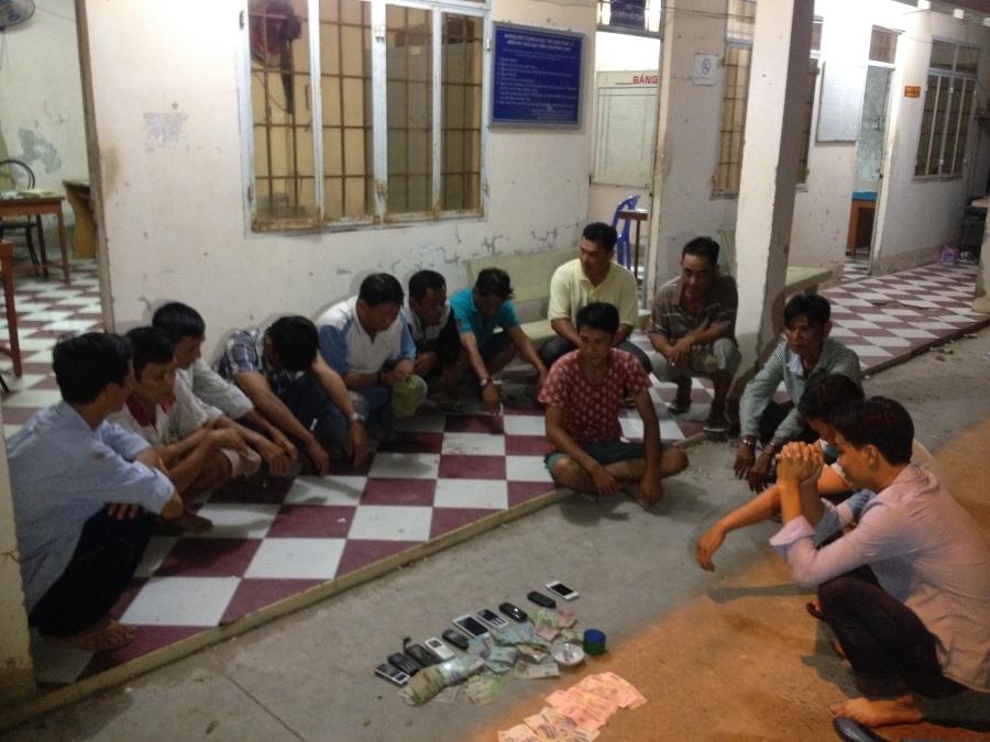 15 đối tượng mải mê lắc tài xỉu bị công an tóm gọn tại nhà ông Nguyễn Tấn Dược