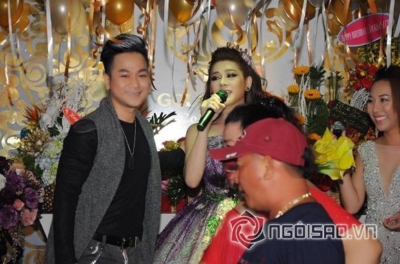 Lâm Chi Khanh thay váy liên tục trong tiệc sinh nhật hoành tráng 2