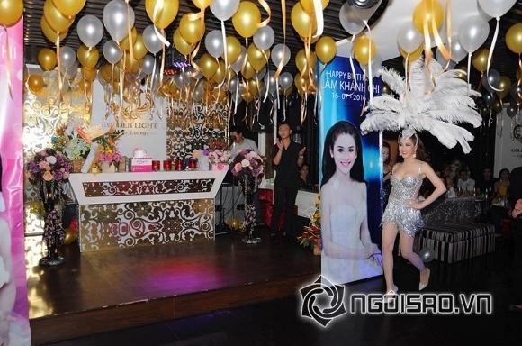 Lâm Chi Khanh thay váy liên tục trong tiệc sinh nhật hoành tráng 9