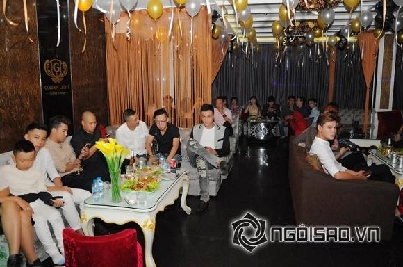 Lâm Chi Khanh thay váy liên tục trong tiệc sinh nhật hoành tráng 10